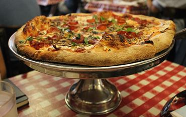 Lombardi's la primera pizzeria de USA