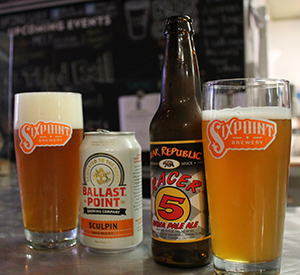 Disfrutando de unas cervezas en Top Hops